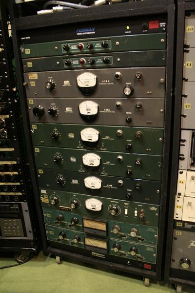 ALTEC社製のコンプレッサー類。アビーロード・スタジオ仕様に改造された物も。