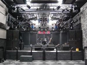復活したマカナのステージ