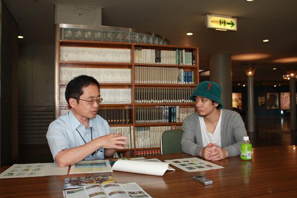 八千代市立郷土博物館 副主幹 常松成人さん(左)