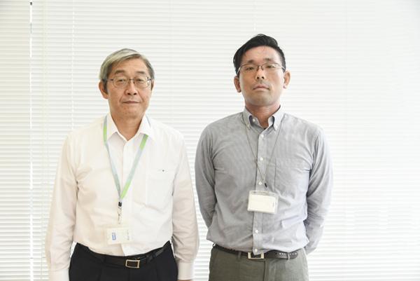 KDDIエボルバの中澤社長(左)とookubofactory 大久保さん(右)。 対談はKDDIエボルバ社内のカフェスペースで行った。